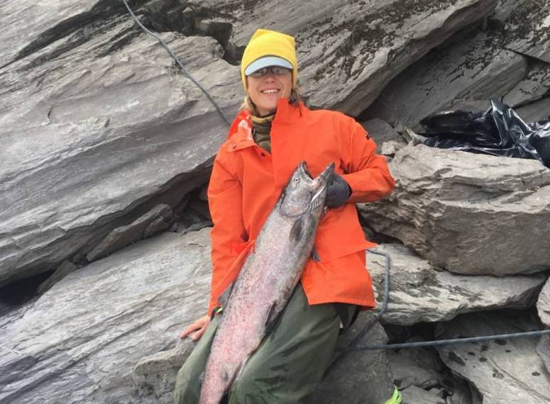 anna_fishing_salmon